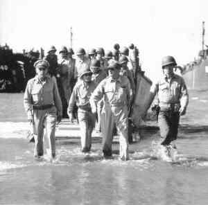 MacArthur-returns-to-Philippines_1944